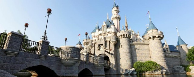 hong-kong-disney-land-park-hero-00